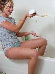 Pictures of Amy Amy Amy soaping up her hot teen body