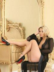 Pictures of teen hottie Ashlynn Brooke dressed for sex