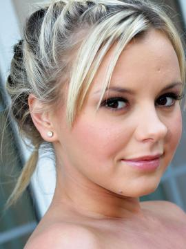 Pictures of Bree Olson showing her hot body