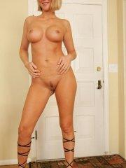 Pictures of Desirae Spencer spreading on the floor