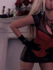 Pictures of Got Gisele dressed in a hot corset on cam