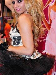 Pictures of teen nympho Lexi Belle having fun at a convention
