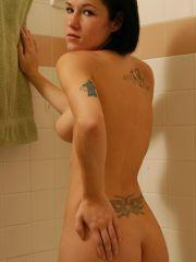 Pictures of Naughty Nati masturbating in the bath