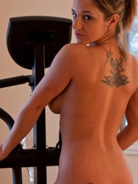 Pictures of Nikki Sims getting hot while she works out