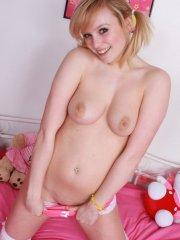 Pictures of teen Rachel Tease giving you a hot striptease