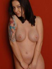 Pictures of Cassie Leanne getting all nude for you